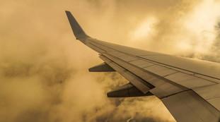 American Airlines, aereo dirottato e passeggeri arrabbiati: il genio dell'equipaggio per calmarli, mai fatto