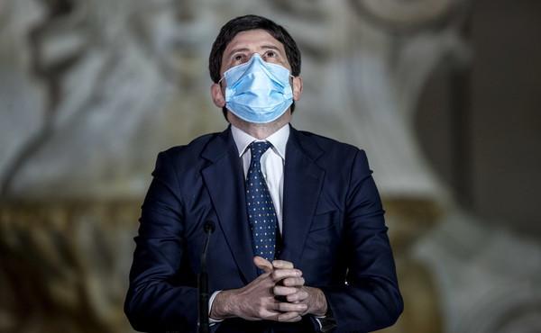 """Variante Delta, i verbali segreti del Cts: """"Sconsigliato, ma dateglielo"""", le contraddizioni sul vaccino"""