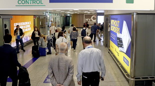 Flight from Olbia, Romanian caught before boarding: What's in the bag ?, Agents bewildered
