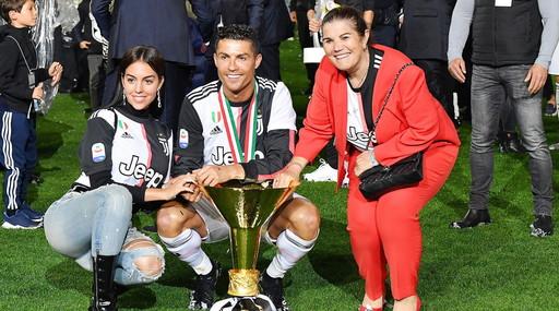 Cristiano Ronaldo, addio Juventus? Parigi o .... Mamma Dolores e questo indizio molto pesante