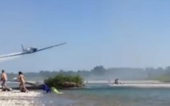 Piave, aeroplano a bassisima quota: 'bombardati' i bagnanti, che sostanza ha rilasciato