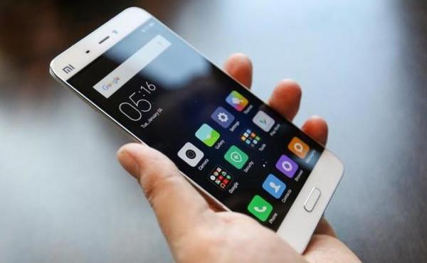 Smartphone controllati dai cinesi, le parole vietate: clamoroso in Italia, i modelli con cui ti spiano