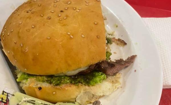 Hamburger con dito umano, orrore e disgusto: in quale fast-food è accaduto