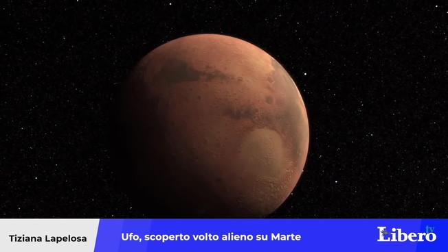 """Ufo, il profilo alieno scolpito su una montagna di Marte: """"Ecco a chi assomiglia"""". La prova definitiva?"""