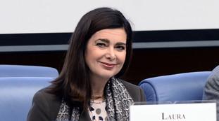 Qualcosa di abnorme. Laura Boldrini fuori controllo sul caso di Mimmo Lucano: se nemmeno 13 anni di galera...