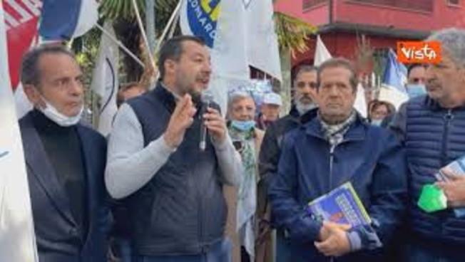 """Salvini insiste con Draghi: """"Siamo una Repubblica fondata sul lavoro, non sul Green pass"""""""