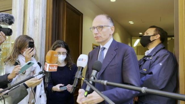 """""""Piccole minoranze non possono bloccare l'Italia"""". L'affondo di Letta sul Green pass"""