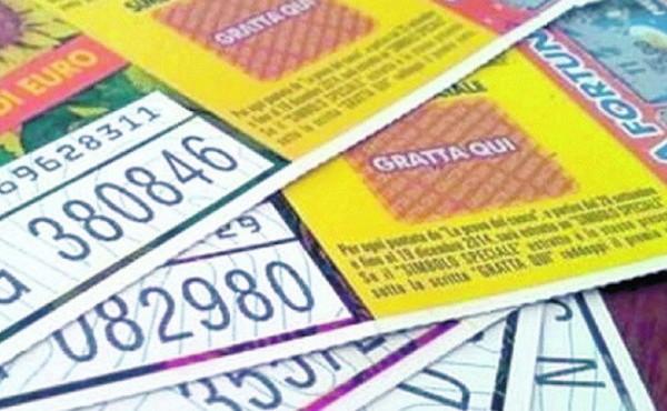"""Gratta e vinci, Avezzano sotto choc: """"Ho vinto!"""", e la signora 60enne picchia il tabaccaio"""