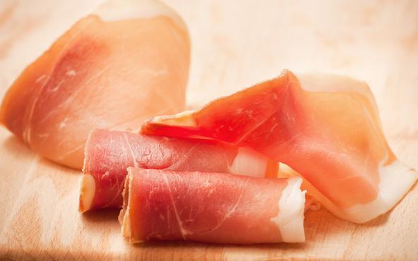 Parma, maxi-sequestro di cosce di maiale: prosciutto-horror, ecco cosa ci mangiavamo (davvero)