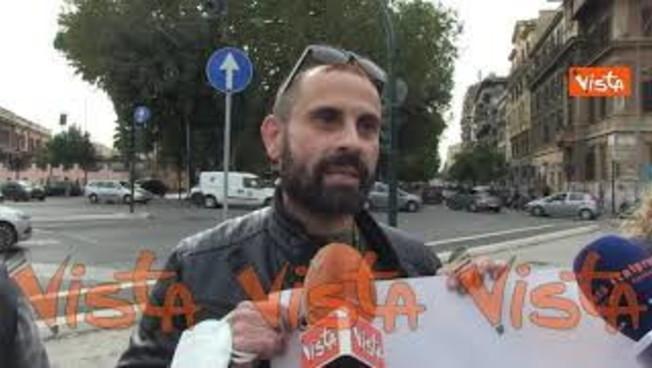 Alitalia, prima grana per Gualtieri sindaco, I No Ita lo assaltano: 'Una vergogna'