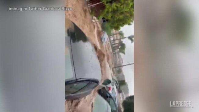 Le alluvioni mettono in ginocchio la Sicilia: le auto travolge dal fango
